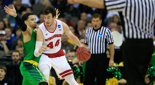 OMAHA, NE - MARCH 22:  Frank Kaminsky #44 of the Wisconsin Badgers is defended by Dillon Brooks #24 of the Oregon Ducks in the first half during the third round of the 2015 NCAA Men's Basketball Tournament at the CenturyLink Center on March 22, 2015 in Omaha, Nebraska.  (Photo by Jamie Squire/Getty Images)